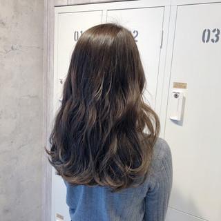 ナチュラル アンニュイほつれヘア セミロング 簡単ヘアアレンジ ヘアスタイルや髪型の写真・画像