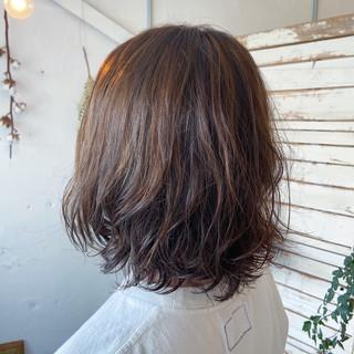 無造作パーマ ゆるふわパーマ ナチュラル ハイライト ヘアスタイルや髪型の写真・画像