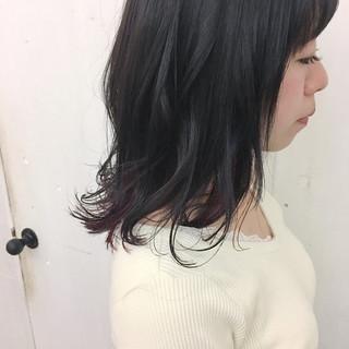 インナーカラー ミディアム ガーリー アッシュ ヘアスタイルや髪型の写真・画像
