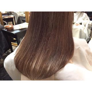 ストレート ヌーディベージュ ナチュラル ロング ヘアスタイルや髪型の写真・画像