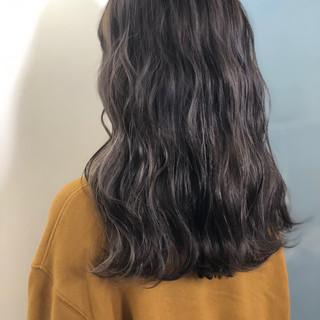 ロング アンニュイほつれヘア ナチュラル 波巻き ヘアスタイルや髪型の写真・画像