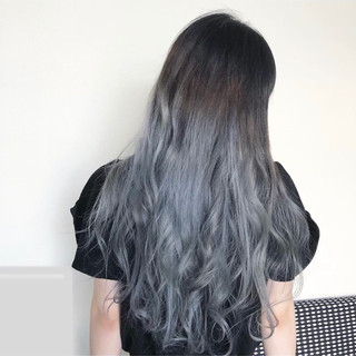 ブルーアッシュ 派手髪 シルバー ハイトーン ヘアスタイルや髪型の写真・画像