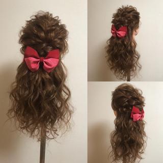 フェミニン ロング 編み込みヘア 成人式 ヘアスタイルや髪型の写真・画像