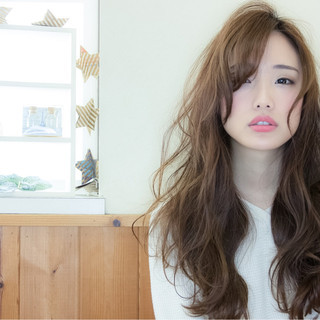 外国人風 ナチュラル ニュアンス こなれ感 ヘアスタイルや髪型の写真・画像