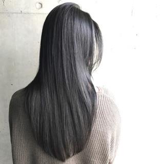 ナチュラル ストレート 黒髪 グレー ヘアスタイルや髪型の写真・画像 ヘアスタイルや髪型の写真・画像
