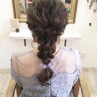 ロング 後れ毛 結婚式 ナチュラル ヘアスタイルや髪型の写真・画像