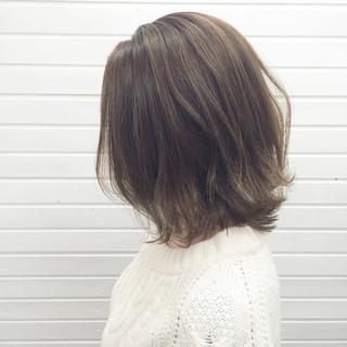 ストリート ボブ グレージュ 外ハネ ヘアスタイルや髪型の写真・画像
