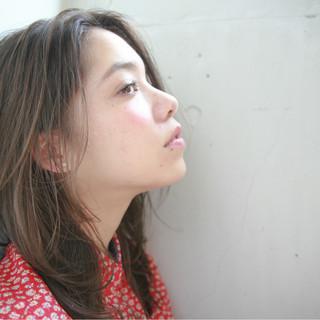 ハイライト 外国人風 ミディアム ナチュラル ヘアスタイルや髪型の写真・画像 ヘアスタイルや髪型の写真・画像