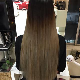 ナチュラル ブリーチ ハイトーン グラデーションカラー ヘアスタイルや髪型の写真・画像