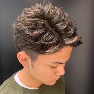 ショート アップバング メンズスタイル ツーブロック ヘアスタイルや髪型の写真・画像
