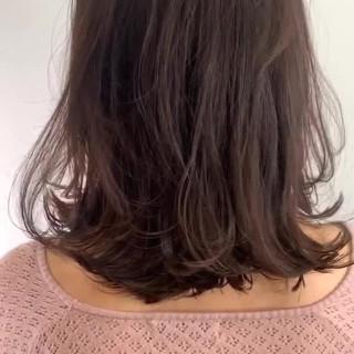 ミディアムレイヤー 大人可愛い セミウェット レイヤーカット ヘアスタイルや髪型の写真・画像