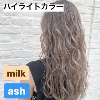 ハイライト 3Dハイライト ハイトーンカラー ミルクティーグレージュ ヘアスタイルや髪型の写真・画像