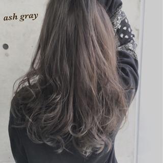 アッシュ グレー ロング ガーリー ヘアスタイルや髪型の写真・画像 ヘアスタイルや髪型の写真・画像