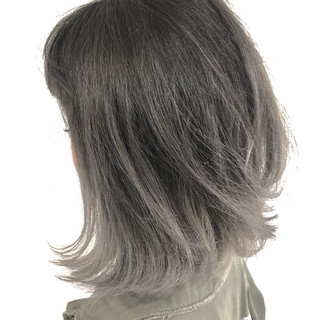 艶髪 グレージュ 外ハネ グラデーションカラー ヘアスタイルや髪型の写真・画像