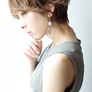 ショートヘア ショート アッシュグレージュ パーマ ヘアスタイルや髪型の写真・画像