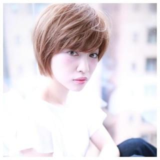 ハイライト ナチュラル ショート 小顔 ヘアスタイルや髪型の写真・画像 ヘアスタイルや髪型の写真・画像