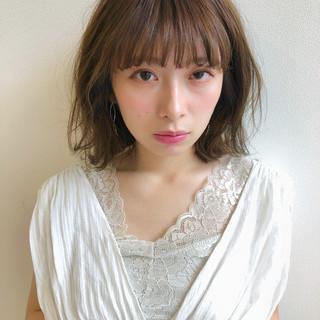 グレージュ シースルーバング ナチュラル 前髪あり ヘアスタイルや髪型の写真・画像