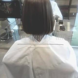 ナチュラル 前髪あり グレージュ ルーズ ヘアスタイルや髪型の写真・画像