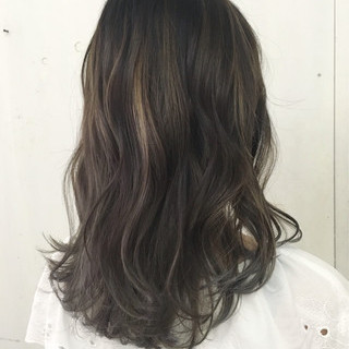 アッシュ ストリート ハイトーン セミロング ヘアスタイルや髪型の写真・画像