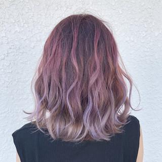ピンク バレイヤージュ ブリーチ フェミニン ヘアスタイルや髪型の写真・画像
