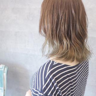 女子会 ガーリー アッシュグレージュ ミディアム ヘアスタイルや髪型の写真・画像