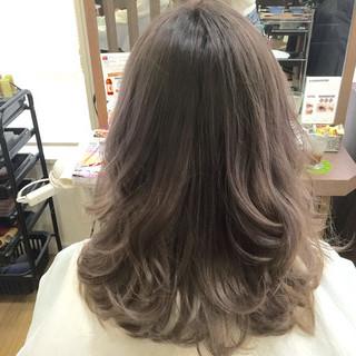 ストリート ラベンダー セミロング アッシュグレージュ ヘアスタイルや髪型の写真・画像