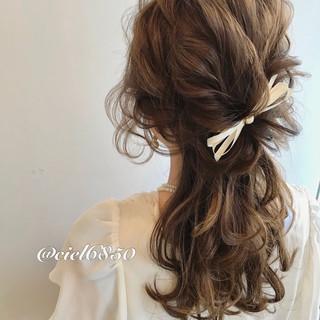 フェミニン ミディアム ヘアアレンジ 二次会 ヘアスタイルや髪型の写真・画像 ヘアスタイルや髪型の写真・画像