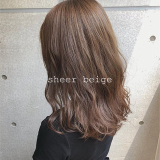 アッシュベージュ アッシュブラウン ナチュラルベージュ コテ巻き ヘアスタイルや髪型の写真・画像