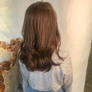 セミロング ホワイトハイライト ミルクグレージュ ナチュラル ヘアスタイルや髪型の写真・画像 ヘアスタイルや髪型の写真・画像