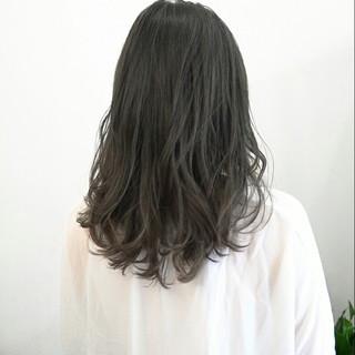 セミロング アッシュ 前髪あり グレージュ ヘアスタイルや髪型の写真・画像