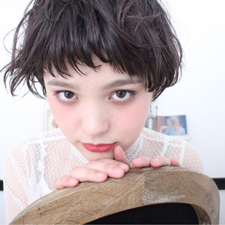 斜め前髪 ニュアンス ショート ナチュラル ヘアスタイルや髪型の写真・画像
