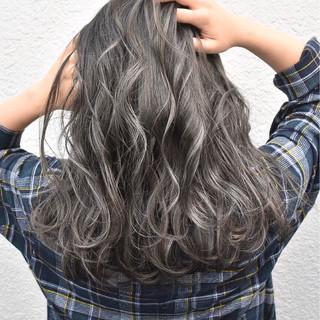 グレージュ 外国人風カラー ハイライト ストリート ヘアスタイルや髪型の写真・画像