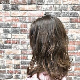 波ウェーブ 外国人風カラー ミディアムレイヤー セミウェット ヘアスタイルや髪型の写真・画像