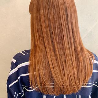 オレンジカラー ストレート ワイドバング ロング ヘアスタイルや髪型の写真・画像