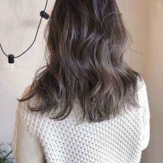 ミディアム 大人かわいい 外国人風 アンニュイほつれヘア ヘアスタイルや髪型の写真・画像 ヘアスタイルや髪型の写真・画像