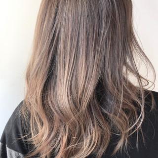 セミロング 地毛ハイライト 大人ハイライト ミルクティーベージュ ヘアスタイルや髪型の写真・画像