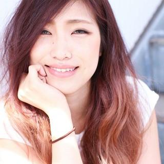ストリート くせ毛風 ピンク 外国人風 ヘアスタイルや髪型の写真・画像