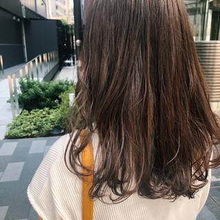 セミロング ベージュ ナチュラル くすみカラー ヘアスタイルや髪型の写真・画像