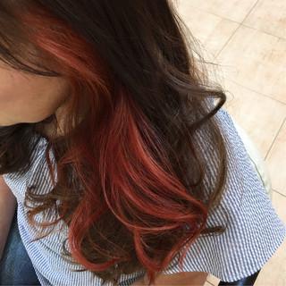 インナーカラーレッド ガーリー ブリーチ ロング ヘアスタイルや髪型の写真・画像
