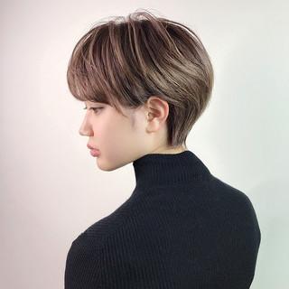 フェミニン グレージュ 小顔ショート ショートヘア ヘアスタイルや髪型の写真・画像