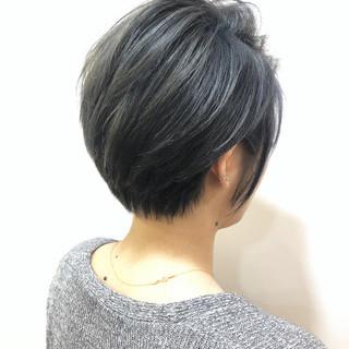 アッシュ ショート ハイライト ダークグレー ヘアスタイルや髪型の写真・画像