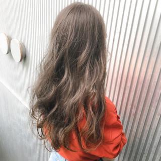 ナチュラル ロング ミルクティーグレージュ 前髪 ヘアスタイルや髪型の写真・画像