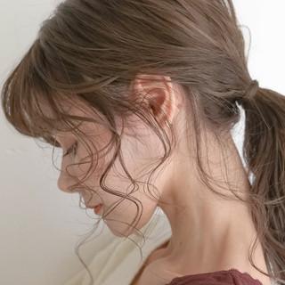 後れ毛 セミロング シアーベージュ 簡単ヘアアレンジ ヘアスタイルや髪型の写真・画像
