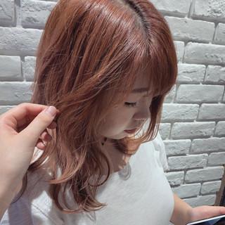 オレンジベージュ アプリコットオレンジ ハイトーンカラー ガーリー ヘアスタイルや髪型の写真・画像