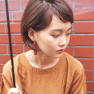 大人かわいい ショート 耳かけ ナチュラル ヘアスタイルや髪型の写真・画像