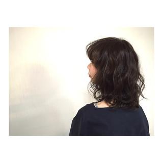 外国人風 モード 黒髪 ミディアム ヘアスタイルや髪型の写真・画像