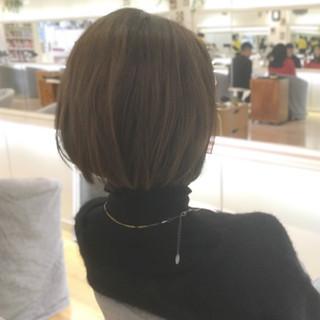 ロブ フェミニン ボブ グレージュ ヘアスタイルや髪型の写真・画像