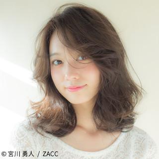 小顔 こなれ感 ミディアム ニュアンス ヘアスタイルや髪型の写真・画像