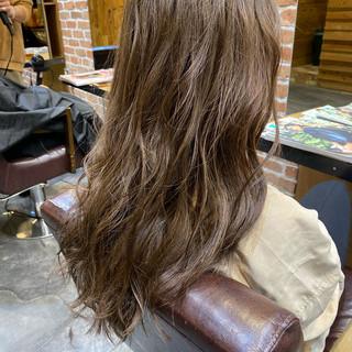 ロングヘア アッシュグレージュ ロング ナチュラル ヘアスタイルや髪型の写真・画像