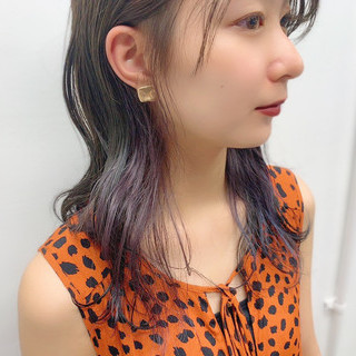 ポイントカラー ブルーアッシュ インナーカラー ナチュラル ヘアスタイルや髪型の写真・画像